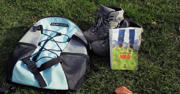 Wild par Cheryl Strayed avec sac à dos et chaussures de marche