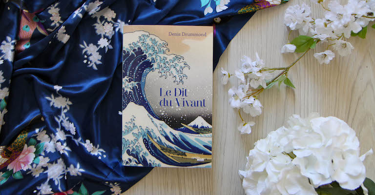 Livre, kimono et fleurs