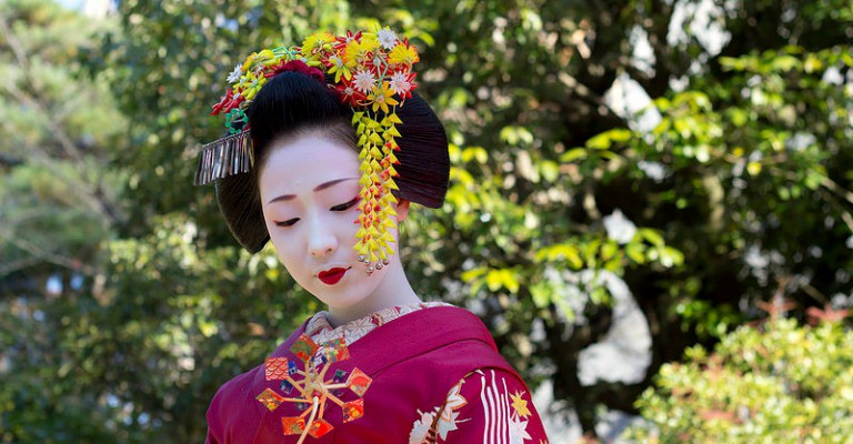 Maiko en kimono rose