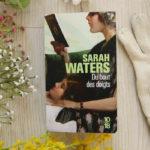 Du bout des doigts de Sarah Waters, entre complots et amours interdites
